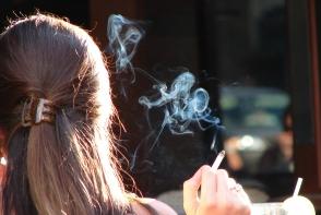 Fumatul pasiv le poate distruge auzul tinerilor