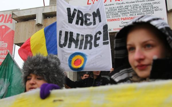 Mars pentru unirea Basarabiei cu Romania la Bucuresti. Mii de oameni au iesit in strada