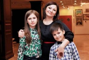 Geta Burlacu, la shopping cu cei doi copii ai sai. Vezi ce au ales - VIDEO
