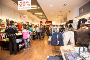 """Shopping pe saturate, reduceri si tombola la """"Noaptea Reducerilor"""". Vezi cum a fost - GALERIE FOTO"""