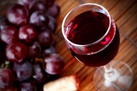 Ciocolata si vinul rosu NU au puterea de a influenta longevitatea