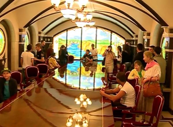 VIDEO. Nopti albe la beciurile unei vinarii: Sute de vizitatori au stat la COADA: A fost GRATIS