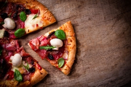 Un aluat, toppinguri diferite, cea mai gustoasa masa facuta acasa. 3 retete de pizza de testat