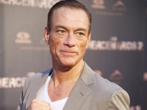 Fiica lui Jean Claude Van Damme imita celebrul spagat al tatalui sau. Cat de frumoasa este tanara - VIDEO