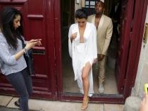 Indecenta? Cum s-a imbracat Kim Kardashian la biserica - FOTO