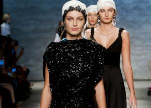 A facut furori: un designer roman, prezentare pe acordurile Mariei Tanase la New York Fashion Week - FOTO
