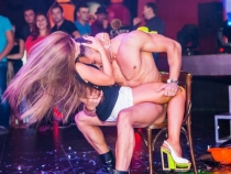 (18+) Dezmat intr-un club din Chisinau! Cum s-au dezlantuit niste tineri - FOTO