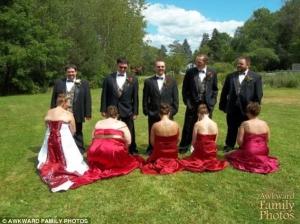 Cele mai ciudate fotografii facute la nunta! Cum s-au facut de rusine mirii si domnisoarele de onoare - FOTO