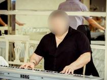 """O tanara aduce acuzatii grave unui artist de la noi: """"M-a amenintat cu cutitul si m-a violat"""" - VIDEO"""