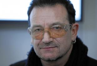 Bono poarta ochelari de soare permanent! Afla de ce boala sufera solistul trupei U2 - VIDEO