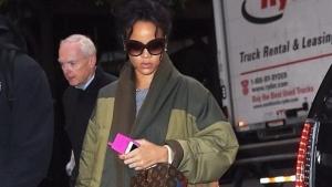 Rihanna a uitat ce-i stilul. Cum a dezamagit la o iesire in oras - FOTO
