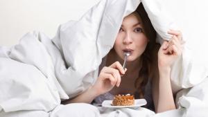 9 gustari interzise inainte de culcare. Iata de ce trebuie sa te feresti