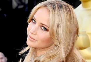 Actrita Jennifer Lawrence a pus capat relatiei cu interpretul Chris Martin!