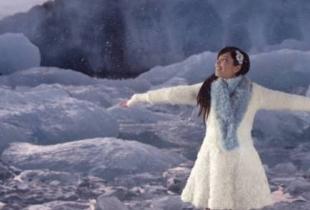 """Indila revine cu un nou videoclip! Vezi aici imaginile din """"Love Story"""" - VIDEO"""