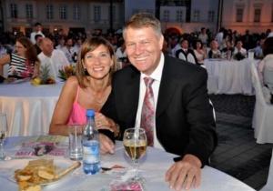 Iata in ce casa locuieste presedintele ales al Romaniei! Klaus Iohannis spala vasele, iar Carmen Iohannis ...