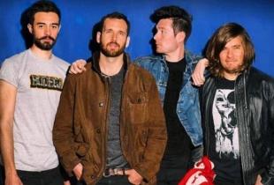"""Bastille lanseaza unul dintre cele mai impresionante videoclipuri ale anului pentru """"Torn Apart"""" - VIDEO"""