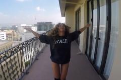 Vecinii artistei au ramas satisfacuti! Vezi cum Beyonce danseaza in lenjerie intima pe balcon!VIDEO