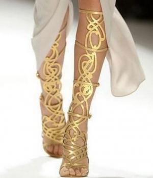 Sandale romane golden - piesa de rezistenta a oricarei fashioniste