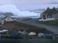 """""""Bomba meteorologica"""" in Marea Britanie. Din cauza furtunei, mai multe scoli au fost inchise, iar curse feroviare - suspendate"""