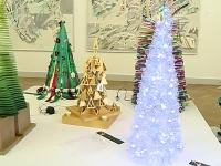 Expozitie de brazi, la Muzeul de Arta. Pomi de Craciun, din cele mai inedite materiale: De la oglinzi, pana la lana si malai