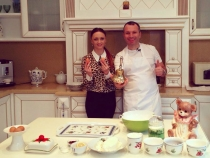 Igor Zaporojan se descurca de minune in bucatarie! Vezi cum arata cea mai gustoasa zeama gatita de un barbat - VIDEO