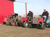 Un tanar din Sipca a inventat vehiculul PERFECT pentru satele moldovenesti: L-a construit cu mainile sale in cateva exemplare - VIDEO