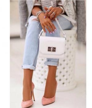 Pantofii care isi schimba culoarea cu o aplicatie de smartphone!