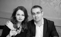 Are o sotie frumoasa. Nu ai vazut-o insa pe nasa de cununie a deputatului Sergiu Sarbu - FOTO