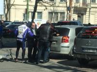 O batrana, doborata de o masina, in centrul capitalei. Cine i-a sarit in ajutor. FOTO