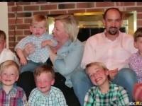 Mama a 6 baieti, o americanca s-a hotarat sa mai incerce o data. Cum sunt petrecerile pentru dezvaluirea sexului copilului