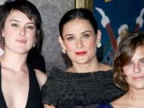 Fiicelele lui Demi Moore, protagonistele unui show erotic. Vezi alaturi de cine si-au facut de cap - FOTO
