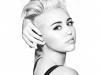 Miley Cyrus a comis-o din nou! A pozat indecent, cu sanii la vedere - FOTO