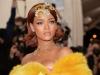 Accident vestimentar pentru Rihanna: si-a aratat sanii, in plina strada! Iata momentul - FOTO
