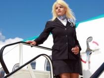 Are numai 26 de ani si a fost insotitoare de bord. Cum arata dupa ce a cheltuit 50.000 de dolari pe operatii estetice - FOTO