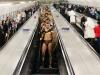 Spartani in metroul din Londra! De ce au aparut barbatii cu muschi printre calatori - VIDEO