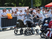 Mamici active cu bebelusi sportivi. Vezi care a fost cel mai rapid carucior, la Olimpic Fest - VIDEO