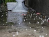 Ne rugam de ploaie, iar ea cade cu piatra pe alocuri! Satenii din Tantareni au avut parte de grindina - FOTO
