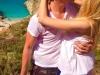 Sarut pasional pe o plaja din Grecia! Cum a fost surprinsa o vedeta de la noi cu iubitul sau - FOTO