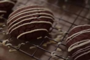 Biscuiti de casa din trei ingrediente, gata intr-un minut - VIDEO