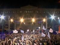 DA sau NU? Grecii de peste hotare se intorc masiv in tara pentru a-si decide soarta! Atmosfera tensionata in capitala elena - VIDEO