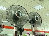 VIDEO - Canicula aduce bani in buzunarul comerciantilor de ventilatoare si aparate cu aer conditionat. Cu cat cresc vanzarile