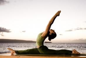 Exercitii yoga de baza pe care oricine le-ar putea incerca - VIDEO