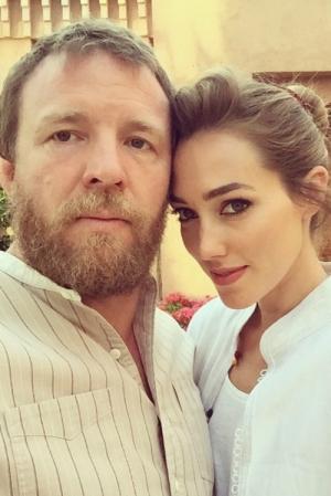 Guy Ritchie s-a casatorit. Uite  cat de frumoasa a fost modelul in ziua nuntii sale - FOTO