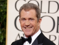 Mel Gibson se insoara. Uite cat este de frumoasa iubita lui - FOTO