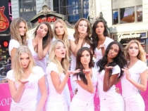 Nu una, ci 10 femei super sexy. Admira  noii ingerasi Victoria's Secret - FOTO