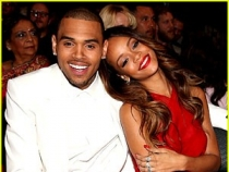 Rihanna le-a facut un cadou lui Chris Brown si fiicei lui. Vezi ce le-a cumparat diva - FOTO