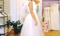 Se marita? O interpreta de la noi a probat rochia de mireasa!