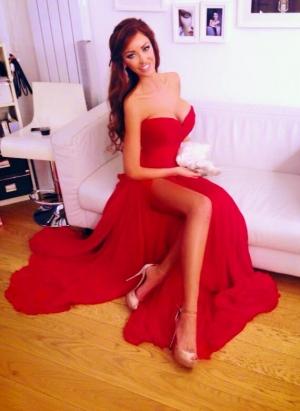 Bianca Dragusanu si-a expus fundul pe Facebook. Ipostaza sexy in care si-a fotografiat formele apetisante - FOTO