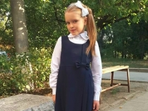 Cristina Scarlat si-a dat fetita in clasa I. Vezi cum au sarbatorit si cat de emotionanta a fost aceasta zi pentru familia interpretei - VIDEO
