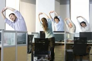 Ce exercitii sa facem daca stam toata ziua la birou! Evita problemele  cauzate de sedentarism - FOTO